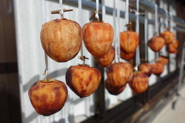 干し柿は、果実を乾燥させたドライフルーツ。